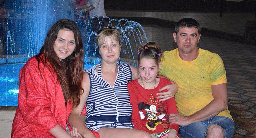 Супруги Дмитрий и Ирина Ребровы с детьми. Архивное фото