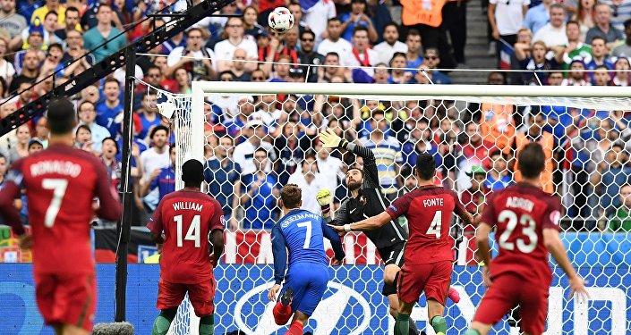 Португалиянын курама командасы футбол боюнча финалда француздарды жеңип, Европанын чемпиону болду.