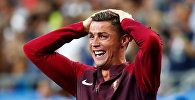 Португалец Криштиану Роналду радуется победе в финальном матче чемпионата Европы по футболу - 2016 между сборными командами Португалии и Франции.