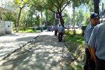 Сотрудники правоохранительных органов у здания верховного суда КР