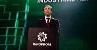 Министр промышленности и торговли РФ Денис Мантуров выступает на торжественном открытии ИННОПРОМ-2016 в ККТ Космос в Екатеринбурге.