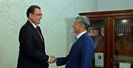 Алмазбек Атамбаев Швейцария Улуттук банкынын төрагасы Томас Йорданды кабыл алуу учурунда