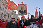 Шествие и митин к годовщину Великой Октябрьской социалистической революции. Архивное фото