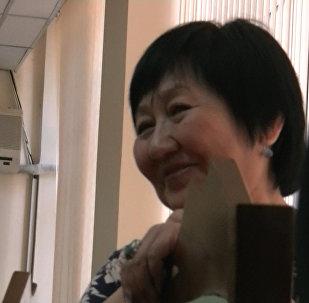 Попытка наброситься на адвоката и улыбка правозащитницы — суд над Аскаровым
