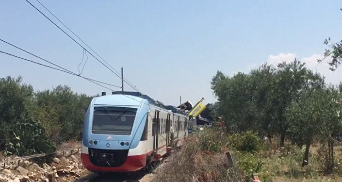 Два пассажирских поезда столкнулись на юге Италии. Кадры с места ЧП
