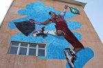Бишкектеги №5 компьютердик улуттук гимназиясынын дубалына шаарды таза кармоого чакырган граффити