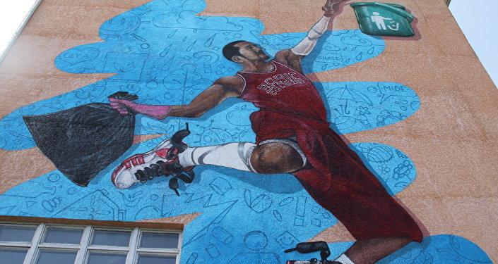 Мэриянын маалыматына караганда, Мен Бишкекти сүйөм арт-долбоорунун алкагында BASICOLORS арт-группасы түзгөн дубалдагы граффити алгачкы жолу пайда болду