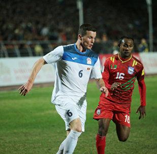 Футболист сборной Кыргызстана Виктор Майер. Архивное фото