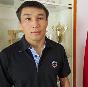 Кыргыздын сыймыктуу уулу, грек-рим күрөшү боюнча белгилүү балбан Арсен Эралиевдин архивдик сүрөту