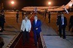 Бишкекке келген Меркелди Манас аэропортунан президент Атамбаев тосуп алды