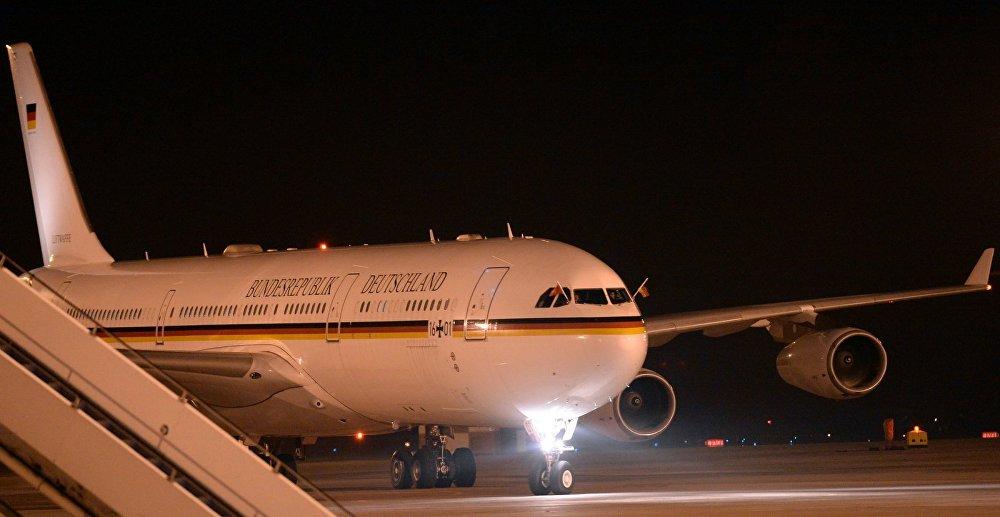 Ангела Меркель Конрад Аденауэр (Германиянын биринчи канцлери) учагы Airbus A340 менен учуп келди