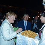 Кыргыз боорсогунан ооз тийген Меркель анын даамы кызыктуу экенин айтты
