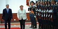 Почетная встреча федерального канцлера Германии Ангелы Меркель президентом КР Алмазбеком Атамбаевым