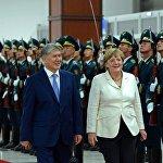 Атамбаев менен Меркель Ардак кароолдун алдында