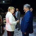 Меркель менен Атамбаев эл аралык Манас аэропортунда
