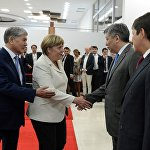КР президенти кыргыз делегациясын тааныштырууда