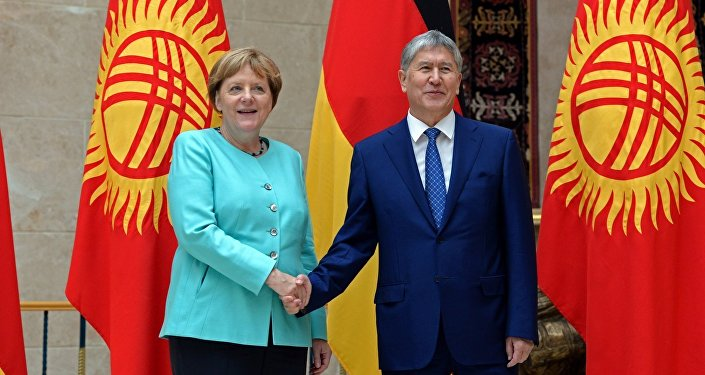 Канцлер ФРГ Ангела Меркель во время встречи с президентом КР Алмазбеком Атамбаевым