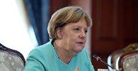Германия канцлери Ангела Меркель  Атамбаев менен биргеликте өткөргөн маалымат жыйыны учурунда