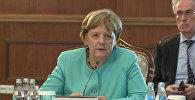 Меркель: хочется, чтобы у молодежи в КР были широкие перспективы