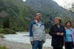 Атамбаевдердин үй-бүлөсү Меркель менен Ала-Арча паркында сейилдеди