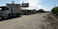 Большегрузная машина на месте реконструкции автодороги Балыкчи — Корумду