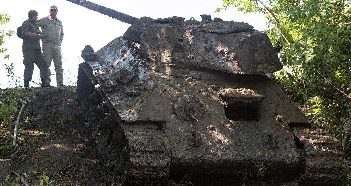 Операция специалистов отдела поиска, ремонта и реставрации экспонатов парка Патриот по подъему со дна реки Дон танка Т-34-76
