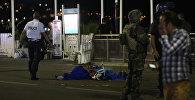 Сотрудники полиции и военные на месте теракта в Ницце в ходе праздника в честь Дня взятия Бастилии