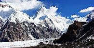 Хан-Теңири чокусу деңиз деңгээлинен 7010 метр бийиктикте жайгашкан