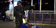 Сотрудник правоохранительных органов на месте теракта в Ницце