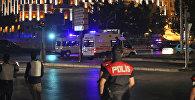 Автомобили скорой помощи рядом с президентским дворцом в районе Бештепе в Анкаре