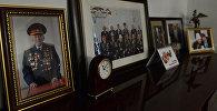 Кыргыз эл баатыр, кыргыз эл жазуучусу Сүйүнбай Эралиевдин портрети. Архив