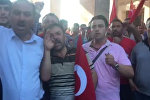 Толпа возле здания парламента Турции требует казнить мятежников
