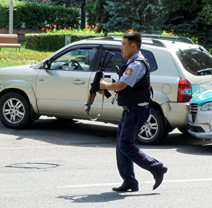 Алматынын борборундагы атышуу болгон жерде полиция кызматкери