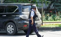 Сотрудник полиции в городе Алматы. Архивное фото
