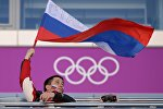 Российский болельщик с флагом. Архивное фото