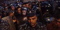 Ситуация близ захваченного в Ереване здания полиции накалена