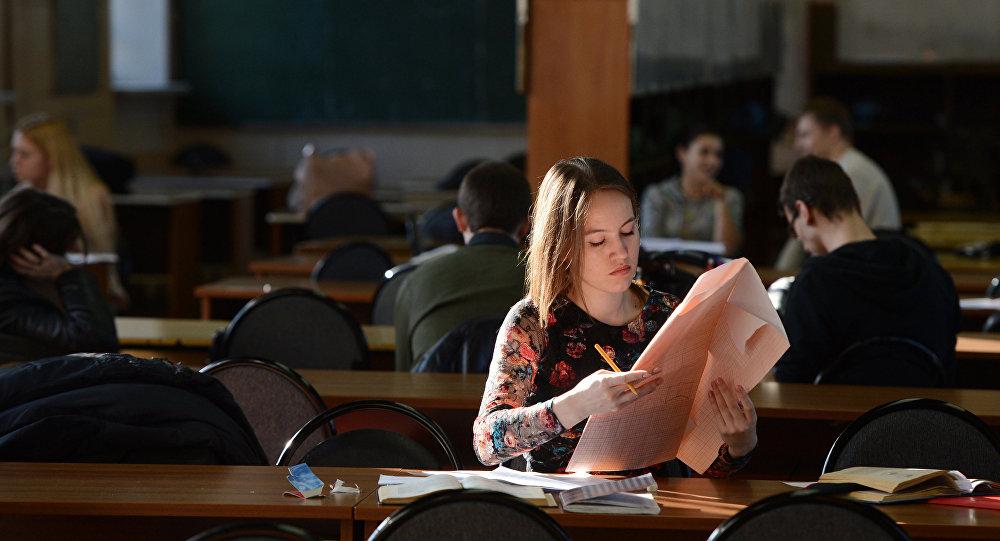 Студент кыз. Архив