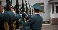 Солдаты Национальной гвардии во время репетиции. Архивное фото