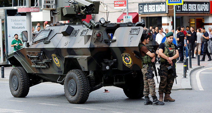 Түркиянын полиция кызматкерлери Стамбулда. Архив