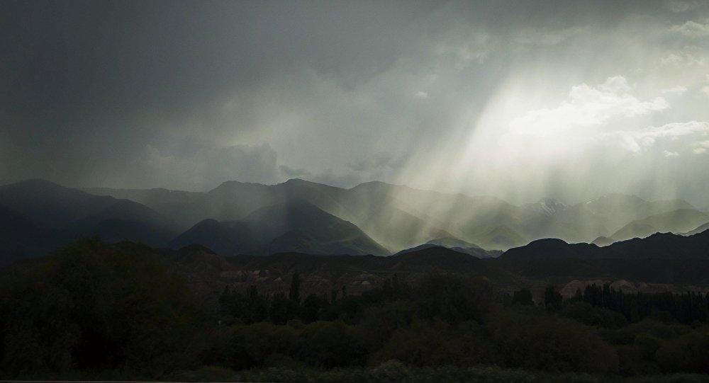 Дождь в горах. Архивное фото