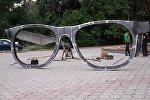 Бишкектеги Жаштар аллеясына art –инсталляция, тагыраагы Көз айнек эстелиги