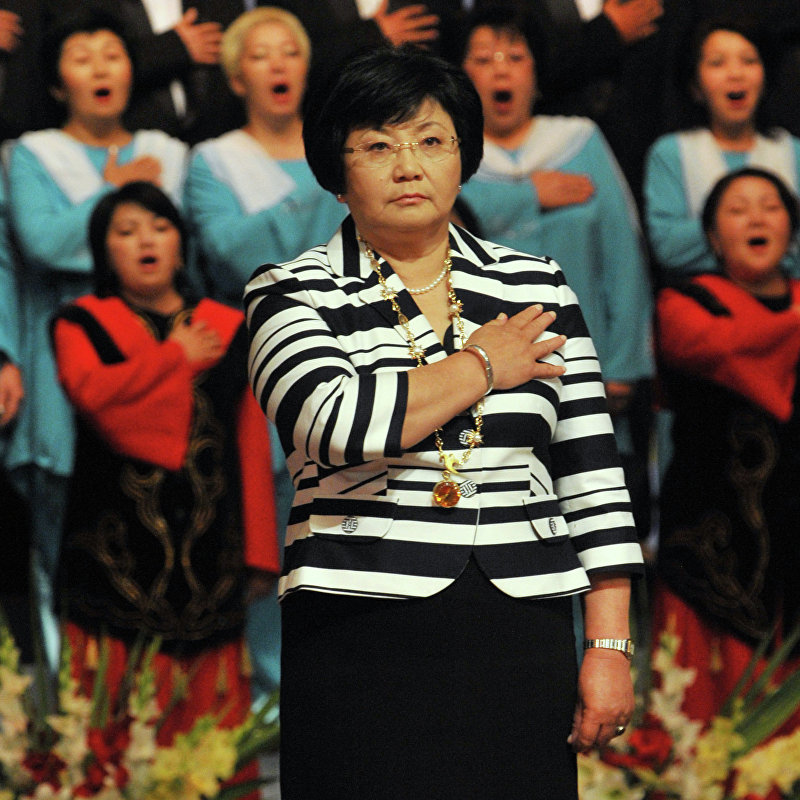 Инаугурация президента Розы Отунбаевой. Она пообещала создать в Кыргызстане новую политическую культуру, основанную на строгом соблюдении законов.
