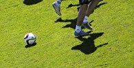 Тренировка футболистов. Архивное фото