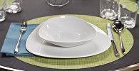 Кухонная посуда на столе. Архивное фото