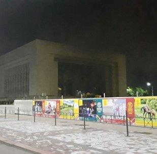Дым из Исторического музея, расположенного на центральной площади Бишкека