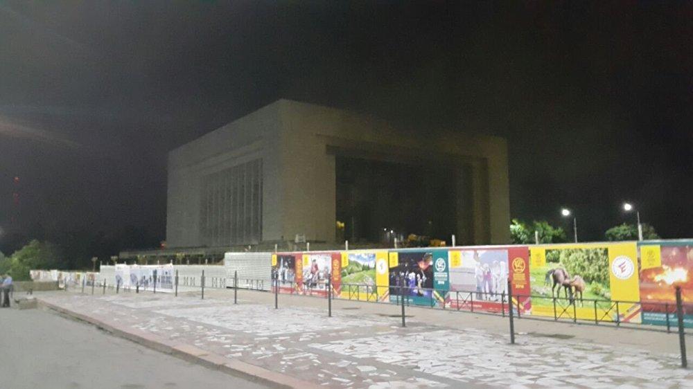 Бишкек шаарынын борбордук аянтында жайгашкан тарых музейинде өрт чыкты. Саат 22:12де башталган тилсиз жоо саат 04:42де толугу менен өчүрүлгөн.