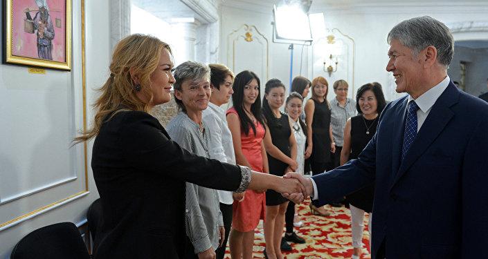 Президент принял футболисток — членов команды в субботу
