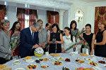 Президент Алмазбек Атамбаев футбол боюнча дүйнө биринчилигинде 2-орунду ээлеген кыздардын курама командасын кабыл алды.