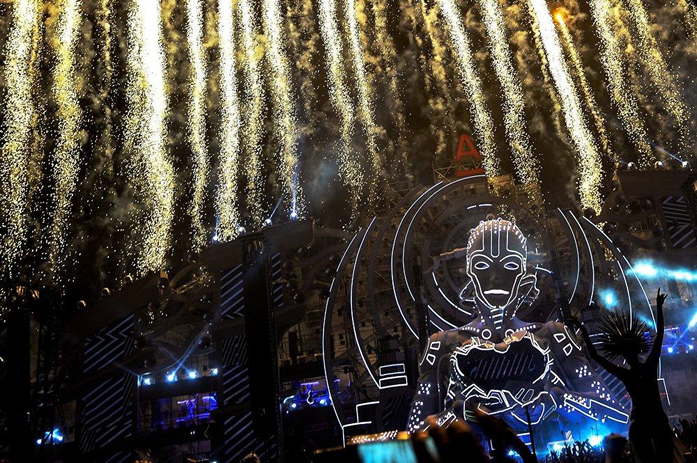 Россиядагы Alfa Future People технологияларынын жардамы менен өткөрүлгөн музыка фестивалы. Иш-чара 40 миң адамдын башын бириктирди.