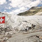Швейцариядагы бийлик өкүлдөрү Рона мөңгүсүн ысыктан сактап калуу үчүн аны төшөнчү менен жабышты.